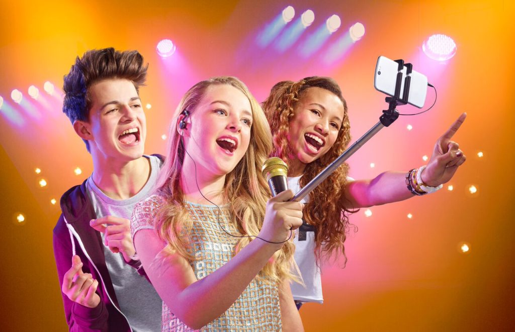 Create Your Own Music Video With the Selfie Mic #HolidayGiftGuide
