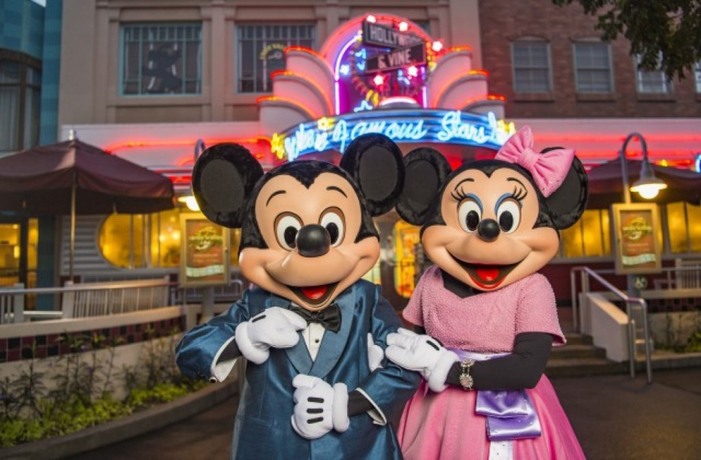 10 Romantic Disney Ideas for Valentine's Day #Travel