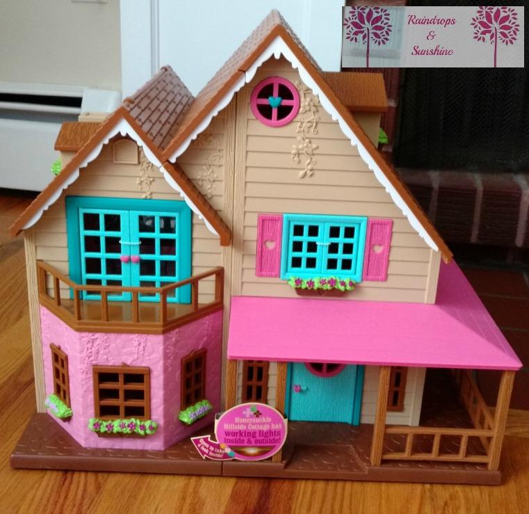 Woodzeez Honeysuckle Hillside Cottage #HolidayGiftGuide